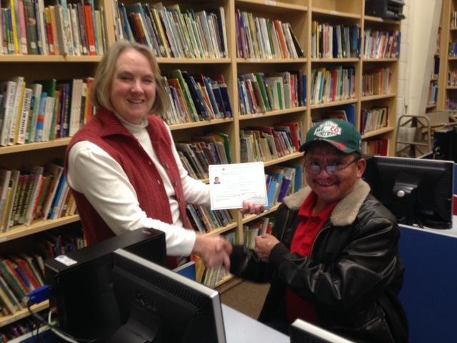 Sr. Roman recibiendo su certificado de primaria!!!