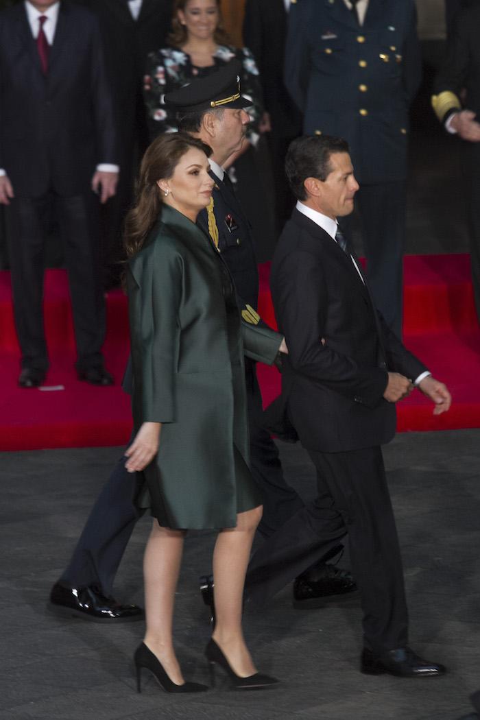 CIUDAD DE MÉXICO, 13FEBRERO2016.- Angélica Rivera y su esposo el Presidente de México durante la ceremonia de Estado con el Papa Francisco, que se realizó en Palacio Nacional.  FOTO: MOISÉS PABLO /CUARTOSCURO.COM